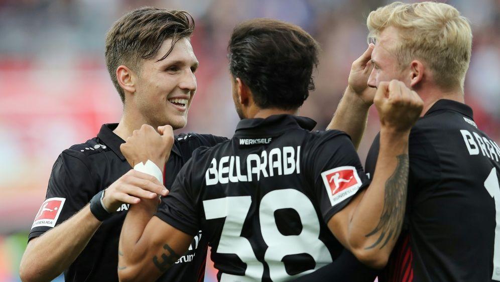 Leverkusen bejubelt einen klaren Sieg gegen Freiburg - Bildquelle: FIROFIROSID