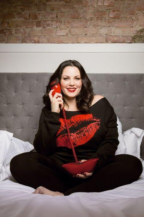 Mit ihren Anrufern spricht Sex-Expertin Paula Lambert (Bild) live über Liebe, Sex und Beziehungen und nimmt dabei kein Blatt vor den Mund ... - Bildquelle: Jens Koch sixx/Jens Koch