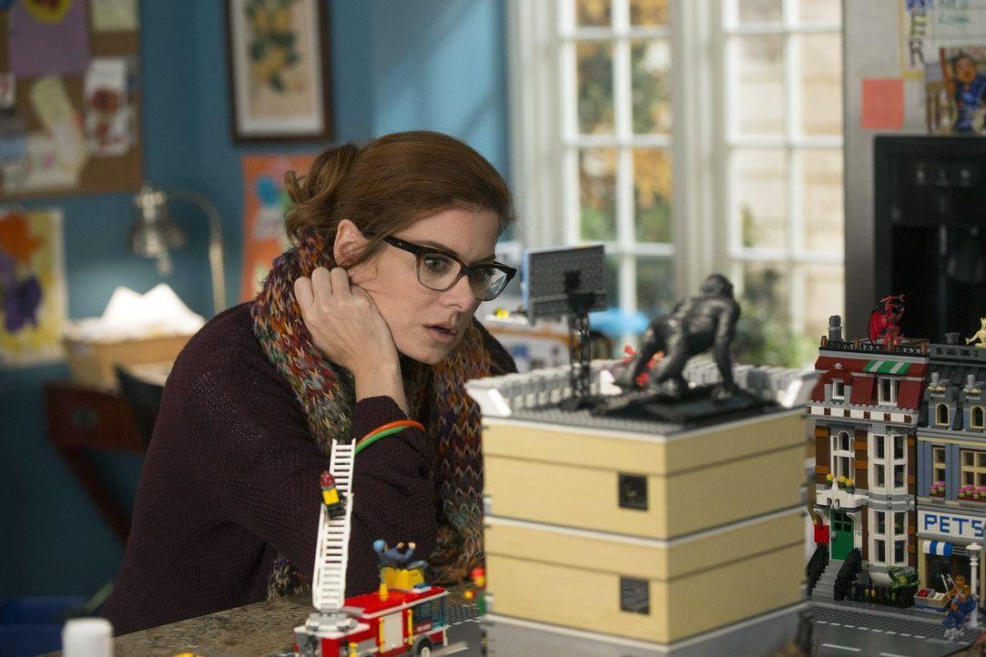 Während das Team in einem neuen Fall ermittelt, versucht sich Laura (Debra Messing) irgendwie davon zu lösen, um Vorbereitungen für eine Schulverans... - Bildquelle: Warner Bros. Entertainment, Inc.