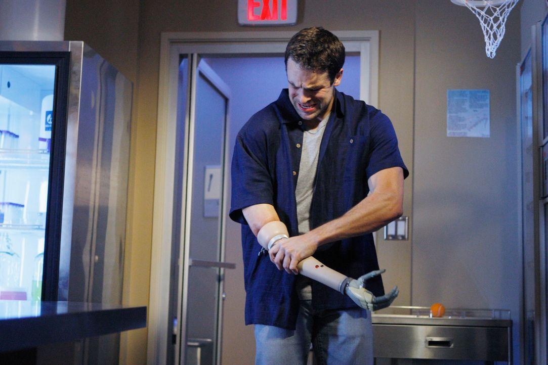 Dr. Fife hat Colin (Andy Comeau), einen armamputierten Afghanistankämpfer, als Patienten. Eine neuartige Prothese soll ihm ein Leben wie vorher vers... - Bildquelle: ABC Studios