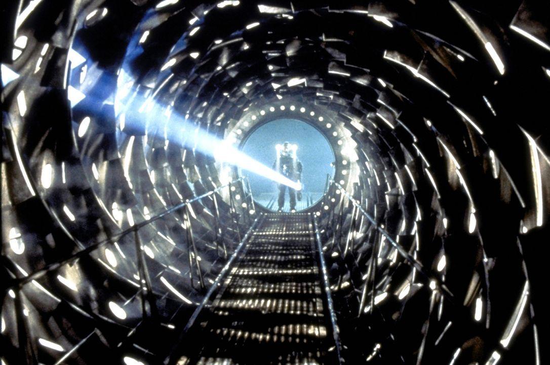"""Als das Rettungs- und Bergungsteam die """"Event Horizon"""" betritt, erwartet sie die gähnende Lehre und die Stille eines Mausoleums ... und ein Grauen j... - Bildquelle: Paramount Pictures"""