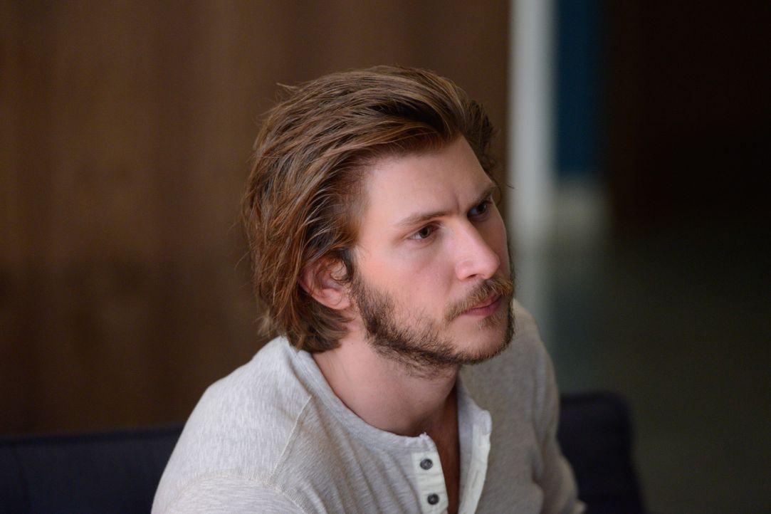 Clay (Greyston Holt) denkt vorrangig an das Rudel und verletzt Elena damit unermesslich ... - Bildquelle: 2014 She-Wolf Season 1 Productions Inc.