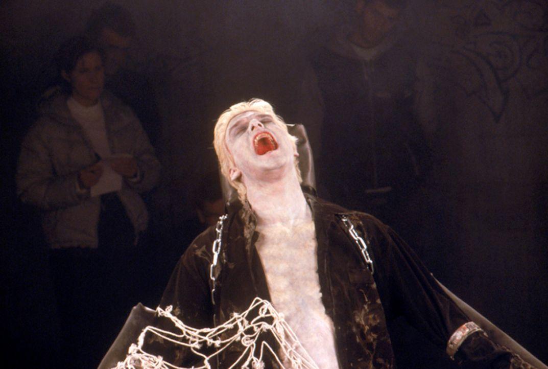 "Dracula (Stephen Billington) is back! Langsam aber sicher kommt der ""Boss der Vampire"" zu neuen Kräften.... - Bildquelle: Neo Art & Logic"