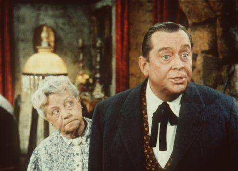 Bonanza - Nellie (Cherio Meredith, l.) hat sich von ihrem Sohn Danny (James D...