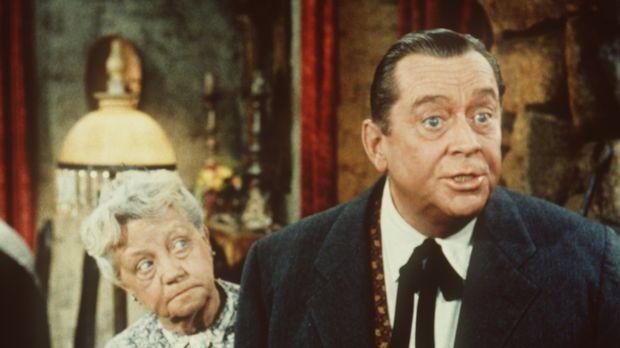 Nellie (Cherio Meredith, l.) hat sich von ihrem Sohn Danny (James Dunn, r.) w...