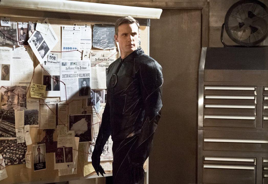 Zoom (Teddy Sears) bittet Barry zu einem Gespräch und gibt ihm zu verstehen, dass sein unbändiger Drang, alle Menschen zu retten, Zoom schließlich s... - Bildquelle: Warner Bros. Entertainment, Inc.