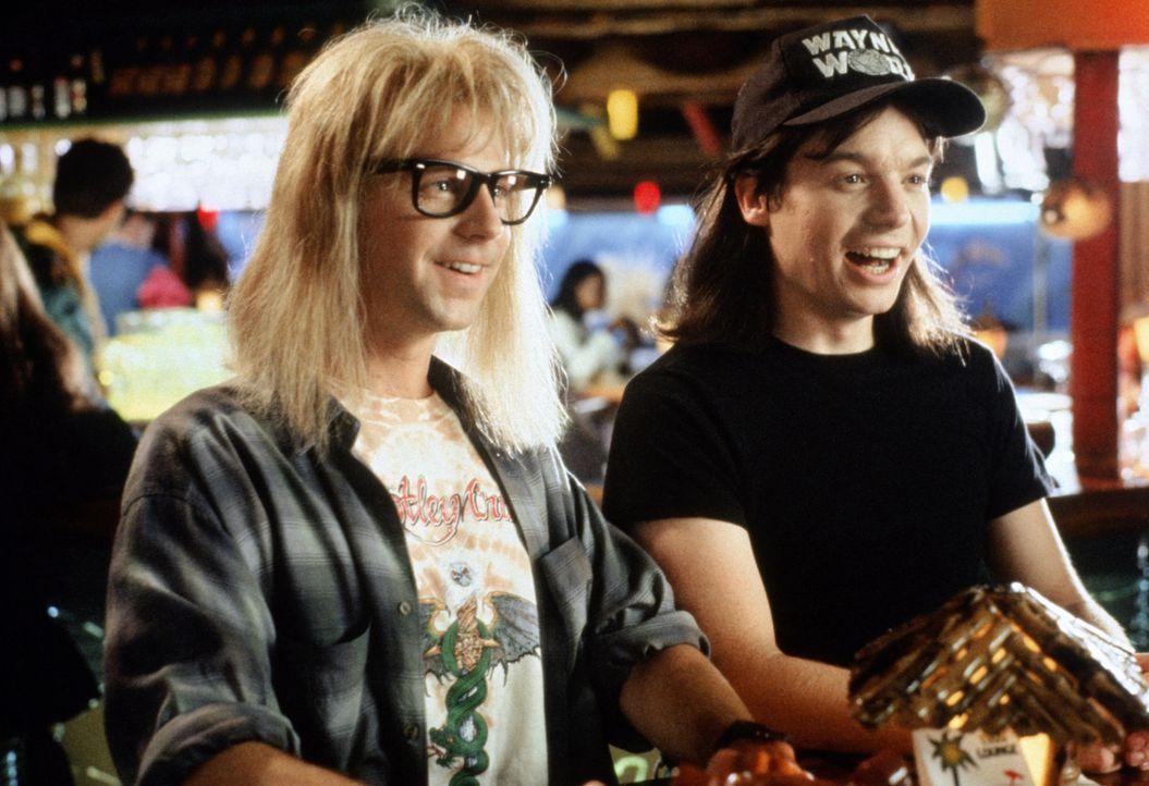Sie sind jung, sie haben schreckliche Frisuren und sie hören laute Musik: Wayne Campbell (Mike Myers, r.) und Garth Algar (Dana Carvey, l.) ... - Bildquelle: Paramount Pictures