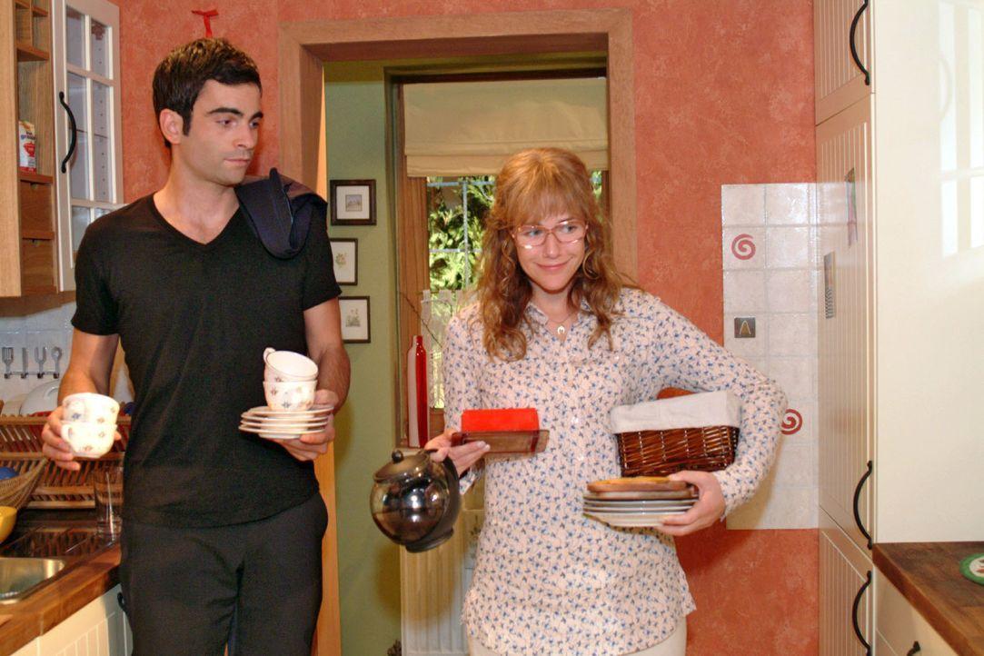 Schweren Herzens schickt Lisa (Alexandra Neldel, r.) David (Mathis Künzler, l.) nach Hause zurück und macht ihm klar, dass er seine Familie wieder v... - Bildquelle: Monika Schürle Sat.1