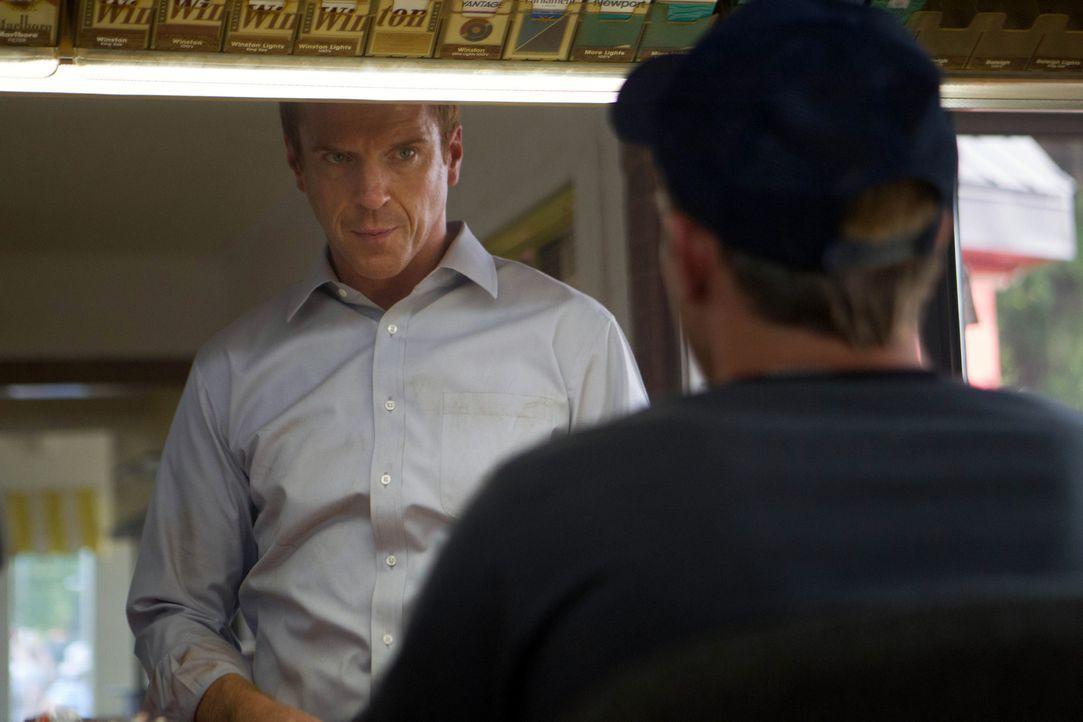 Brody (Damian Lewis, l.) hat von Roya den Auftrag erhalten, den Schneider Bassel in Sicherheit zu bringen, doch dieser traut ihm nicht und versucht... - Bildquelle: 20th Century Fox International Television