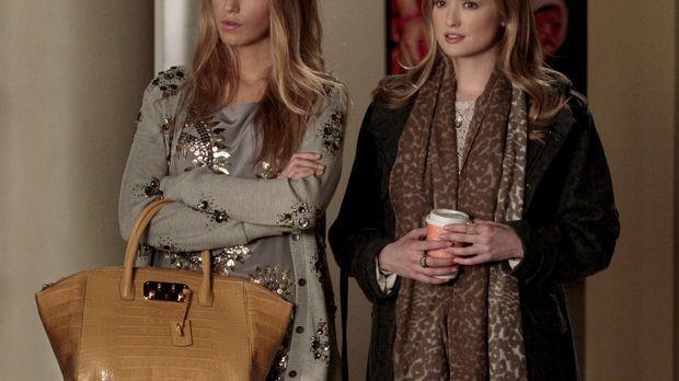 Serena (Blake Lively, l.) beauftragt ihre Cousine Charlie (Kaylee DeFer, r.),...
