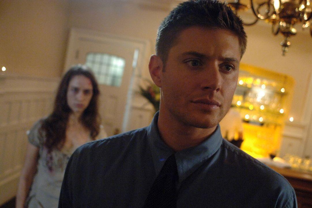 Nachdem Dean (Jensen Ackles, r.) einem seltsamen Mädchen (Melanie Scrofano, l.) begegnet ist, muss er sich entscheiden, wie sein Leben weitergehen s... - Bildquelle: Warner Bros. Television