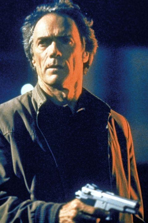 Der etwas rauhbeinige Zivilpolizist Nick Pulovski (Clint Eastwood) arbeitet gerne solo. Den eiskalten Mord an seinem Partner durch eine Bande gefähr... - Bildquelle: Warner Bros.
