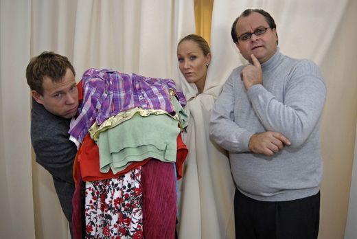 Die dreisten Drei - Die Comedy WG - Mathias (Mathias Schlung, l.)ischleppt fü...