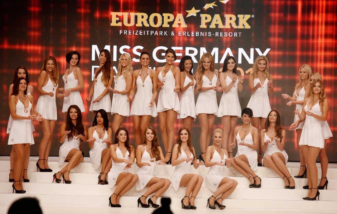 Miss-Germany-Gewinnerin-Teilnehmer-Bühne-dpa - Bildquelle: dpa