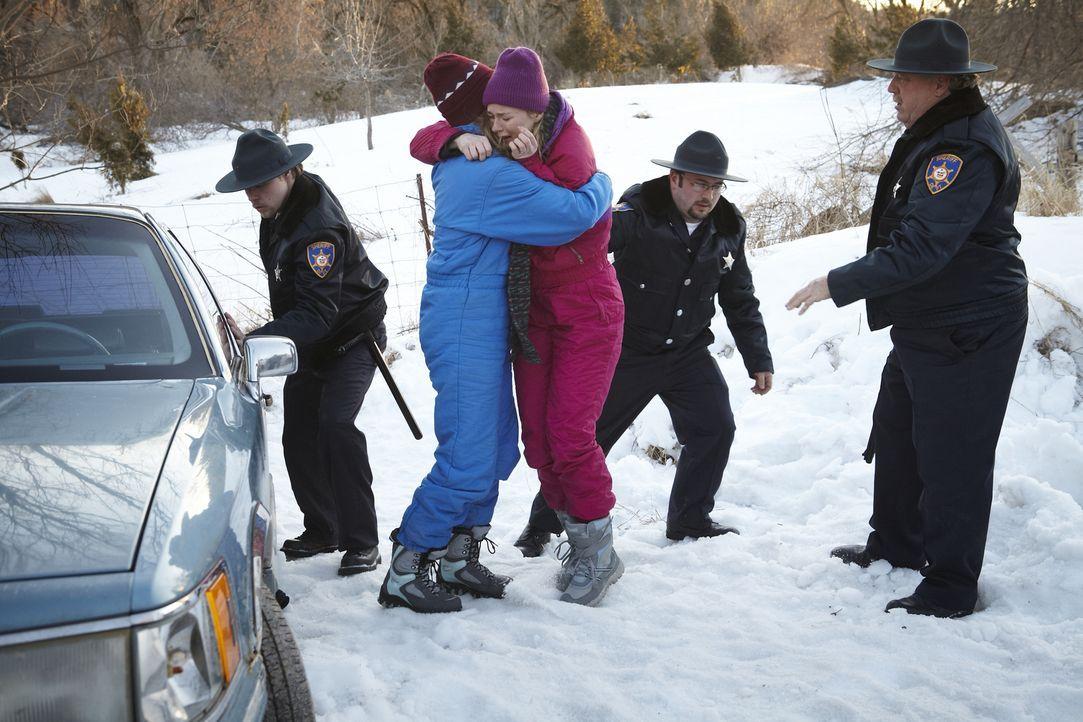 Linae und ihre Schwester erleben den schrecklichsten Winter ihres Lebens ... - Bildquelle: Ian Watson Cineflix 2014
