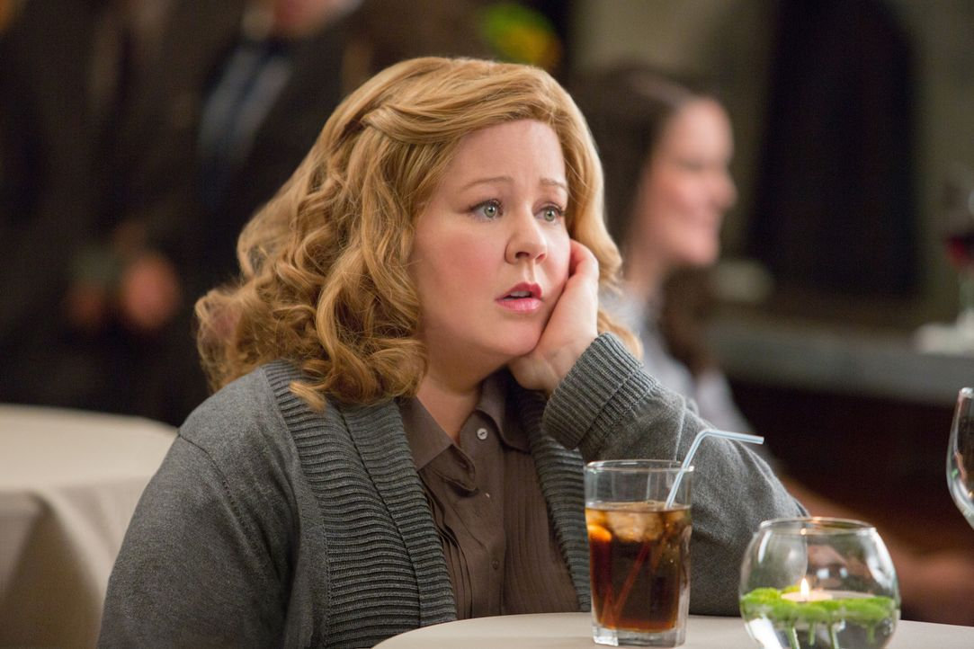 Als Susan Coopers (Melissa McCarthy) heimliche Liebe, Bradley Fine, bei einem Einsatz getötet wird, verlässt sie ihren sicheren Arbeitsplatz in der... - Bildquelle: 2015 Twentieth Century Fox Film Corporation.  All rights reserved.