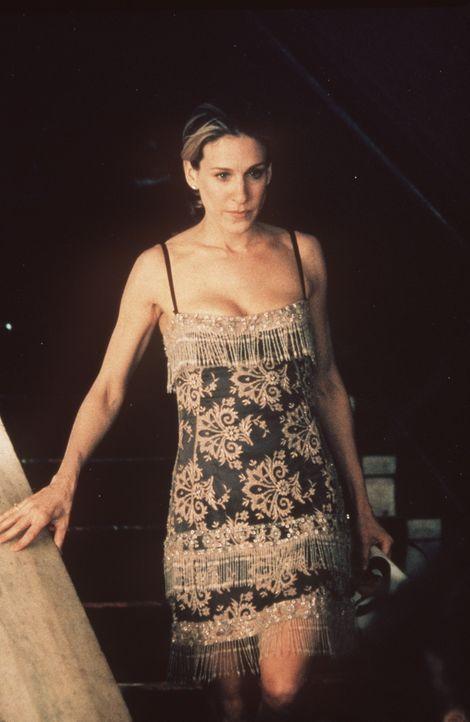 In der Oper steht Carrie (Sarah Jessica Parker) plötzlich unter Schock: Big steht vor ihr. - Bildquelle: Paramount Pictures