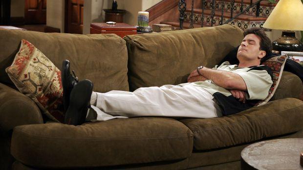 Auf Charlie (Charlie Sheen) ist nicht immer Verlass ... © Warner Bros. Televi...