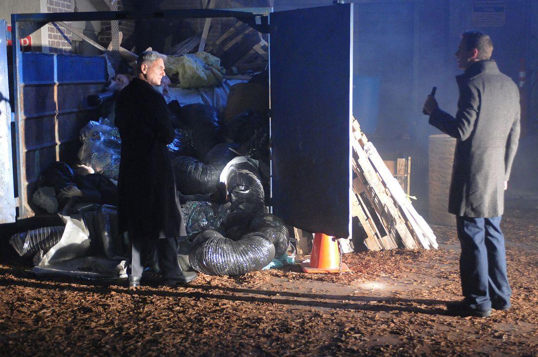 Ermitteln in einem neuen Fall: Gibbs (Mark Harmon, l.) und Tony (Michael Weatherly, r.) ... - Bildquelle: CBS Television