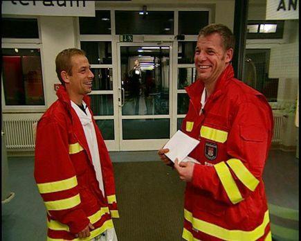 24 Stunden - Sie sind wieder unterwegs mit Tatütata: Die Feuerwehrleute Piore...
