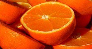 Orangen enthalten jede Menge Vitamin C und gelten daher als gesund.