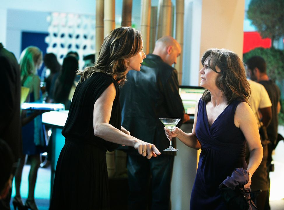 Über ihr Liebesleben frustiert: Sarah (Rachel Griffiths, l.) und Nora (Sally Field, r.) hatten zu lange keinen Mann an ihrer Seite ... - Bildquelle: 2008 ABC INC.