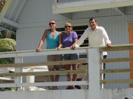 Nach einem schönem Urlaub in Vieques beschließen Margi (M.) und Jessi La Port...