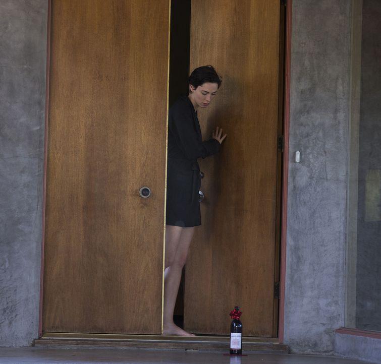 Mit einem harmlosen Geschenk fängt alles an, aber schon bald traut Robyn (Rebecca Hall) sich kaum mehr vor die Tür, da der alte Schulfreund ihres Ma... - Bildquelle: Matt Kennedy 2015 STX Productions, LLC. All rights reserved.