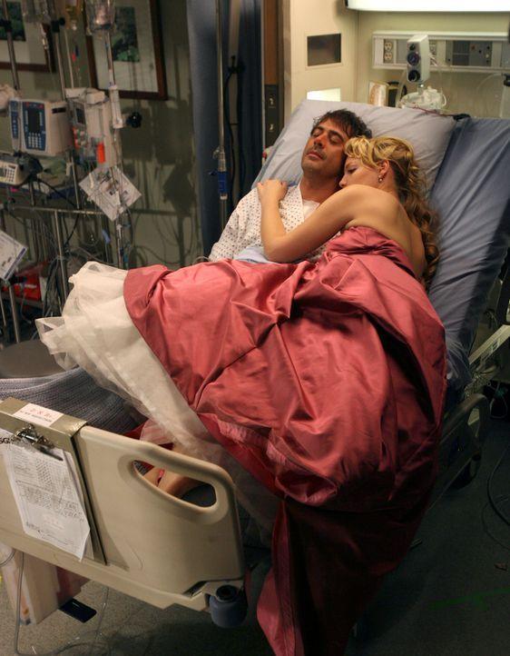 Izzie (Katherine Heigl, r.) nimmt Abschied von Denny (Jeffrey Dean Morgan, l.) ... - Bildquelle: Touchstone Television