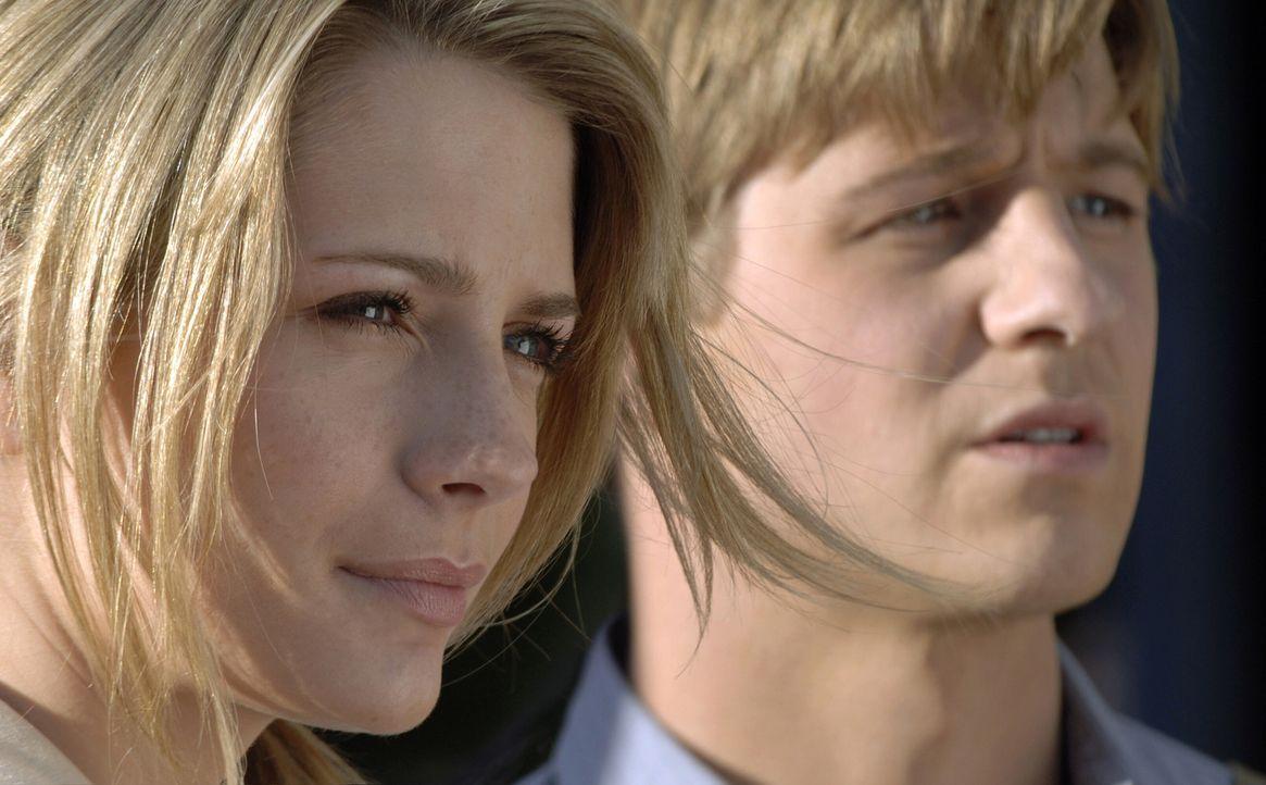 Sogar in Ryans (Benjamin McKenzie, r.) Gegenwart wird Marissa (Mischa Barton, l.) nicht damit fertig, dass Trey sie vergewaltigen wollte ... - Bildquelle: Warner Bros. Television