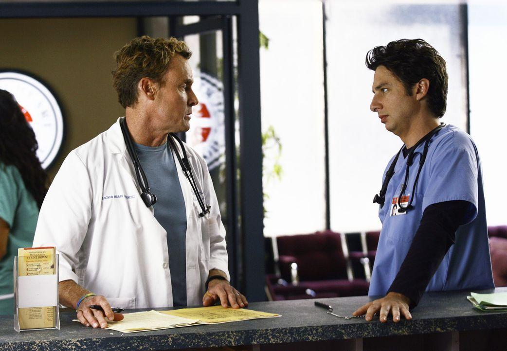 Während Dr. Cox (John C. McGinley, l.) noch immer nicht weiß, was sein Patienten hat, ist J.D. (Zach Braff, r.) mit seiner Beziehung beschäftigt, de... - Bildquelle: Touchstone Television