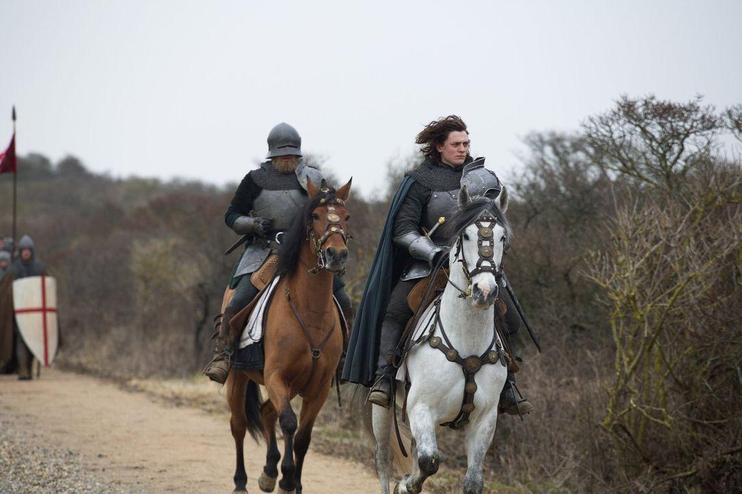 Kann Richard (Aneurin Barnard, r.) Sir Robert Brackenbury (Shaun Dooley, l.), den er selbst zum Ritter geschlagen hat, vertrauen? - Bildquelle: 2013 Starz Entertainment LLC, All rights reserved