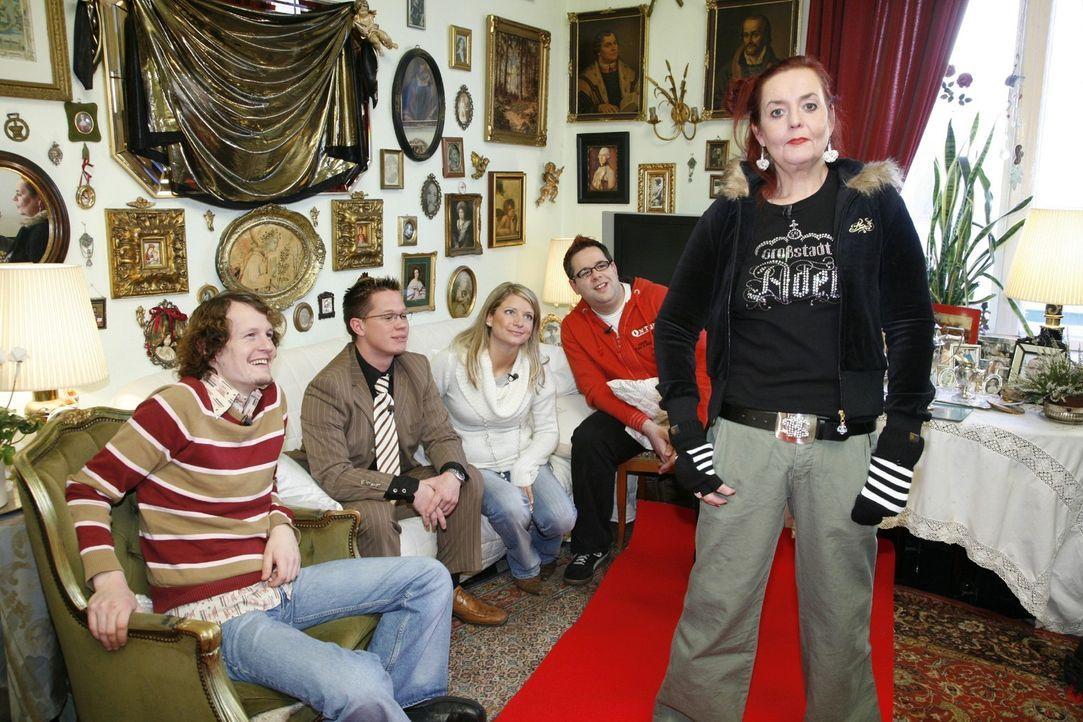 Martina stellt sich der Jury: Wird sie dieses Outfit überzeugen? V.l.n.r.: Richard, Christian, Vanessa, Michael und Martina - Bildquelle: Sat.1