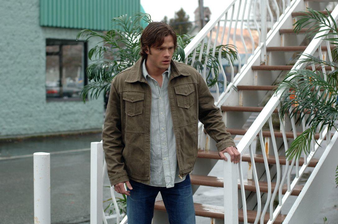 """Während Dean und Sam den Ort des Verschwindens, den """"Mystery Spot"""", durchsuchen, wird Dean vom Besitzer erschossen. Sam (Jared Padalecki) ist am Bod... - Bildquelle: Warner Bros. Television"""