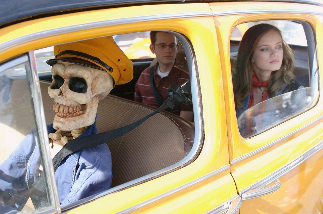 Gegen den Willen ihrer Mutter schreibt sich Marnie Piper (Sara Paxton, r.) in das College in Halloweentown ein. Sie will dort endlich ihre Fähigkeit... - Bildquelle: Disney - ABC - ESPN Television