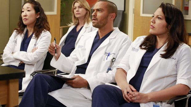 Christina (Sandra Oh, l.), Meredith (Ellen Pompeo, 2.v.l.), Jackson (Jesse Wi...