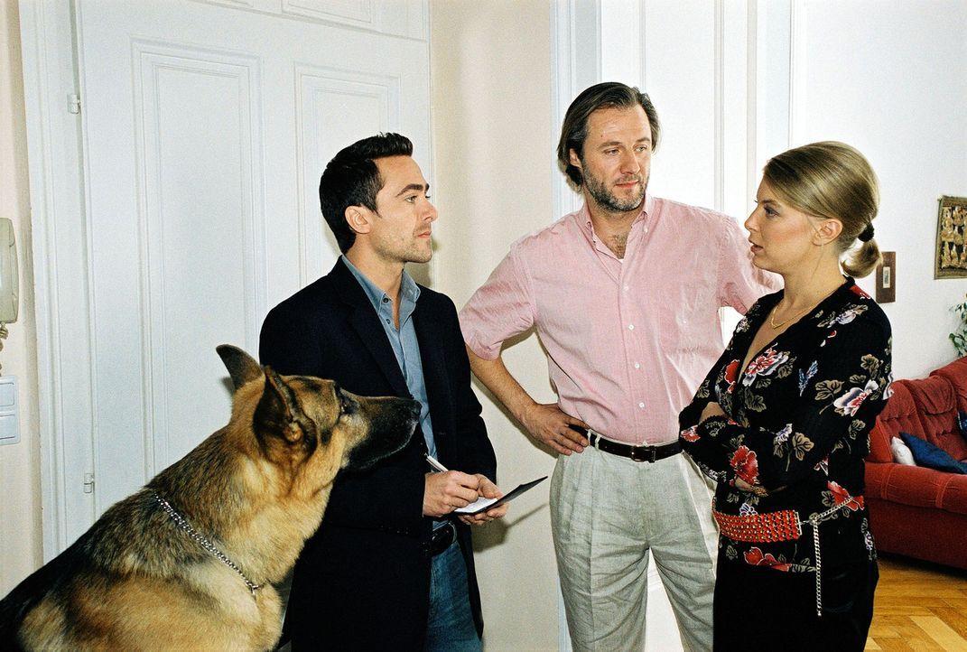 Marc (Alexander Pschill, l.) platzt bei seinen Recherchen bei Frau Klein (Tamara Metelka, r.) und ihrem Lebensgefährten Norbert Langer (Joseph Loren... - Bildquelle: Ali Schafler Sat.1