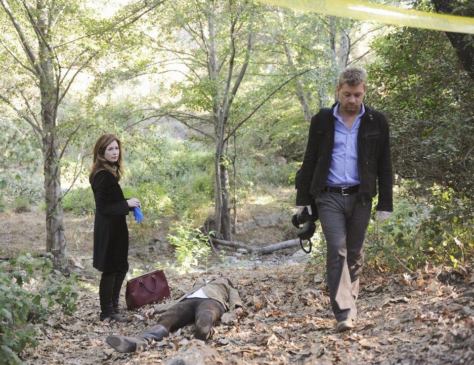 Eine Tote im Wald beschäftigt Megan Hunt (Dana Delany, l.) und ihren Kollegen Peter Dunlop (Nicholas Bishop, r.) ... - Bildquelle: ABC Studios