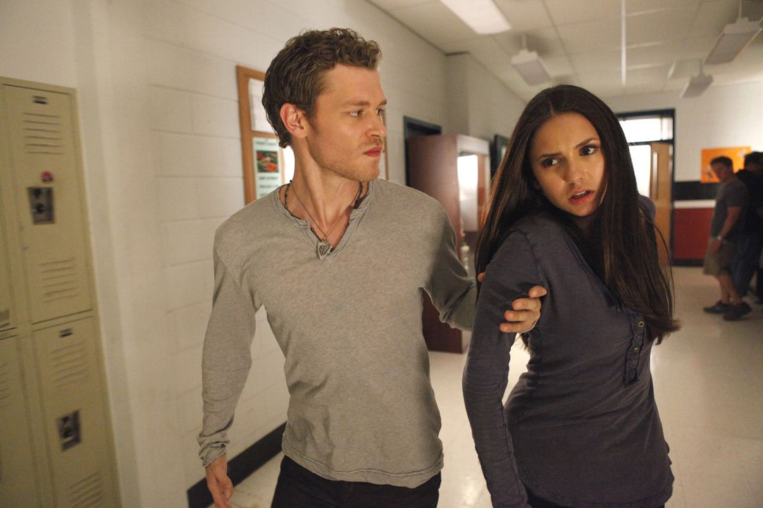 Was hat Klaus (Joseph Morgan, l.) mit Elena Gilbert (Nina Dobrev, r.) vor? - Bildquelle: Warner Bros. Television