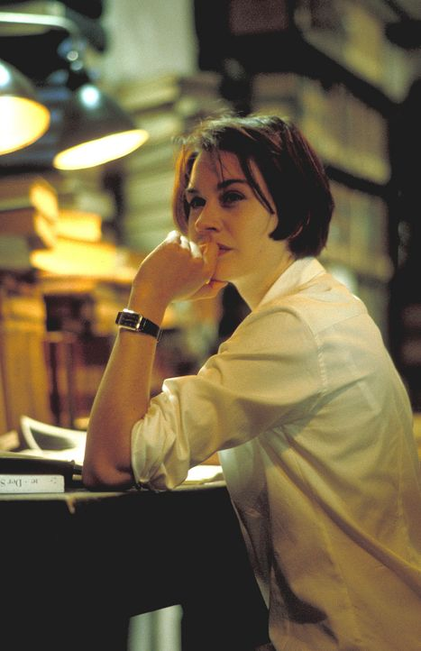 """Recherchen führen Sandra Fechtner (Christiane Paul) auf die Spur des Kommandos """"Götterdämmerung"""" ... - Bildquelle: Leslie Haslam ProSieben"""