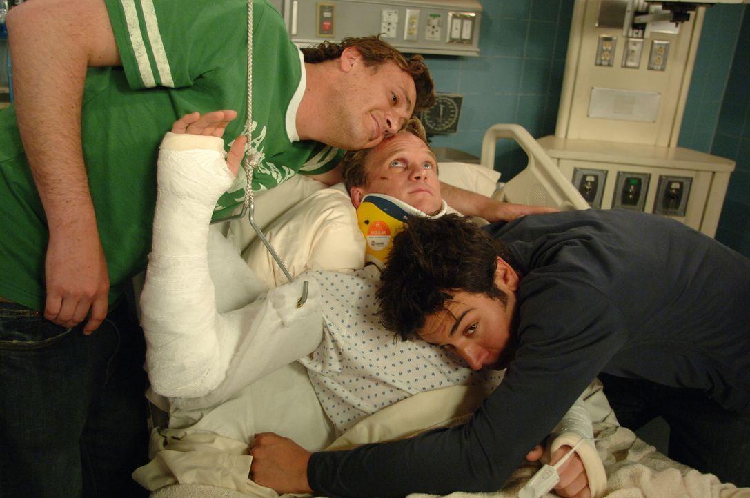 Wahre Freunde: Ted (Josh Radnor, r.), Marshall (Jason Segel, l.) und Barney (Neil Patrick Harris, M.) ... - Bildquelle: 20th Century Fox International Television