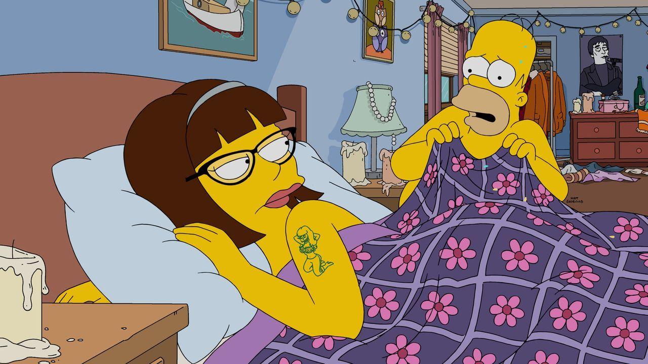Homer (r.) mit einer anderen Frau (l.) im Bett. Was hat dies zu bedeuten? - Bildquelle: 2015 Fox and its related entities.  All rights reserved.