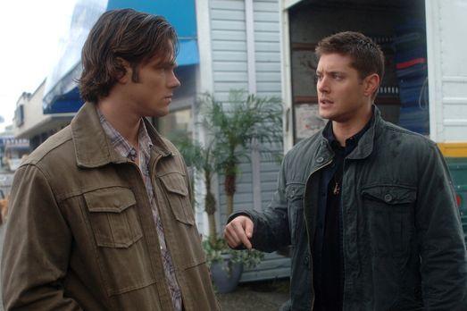 Supernatural - Untersuchen einen neuen mysteriösen Fall: Sam (Jared Padalecki...