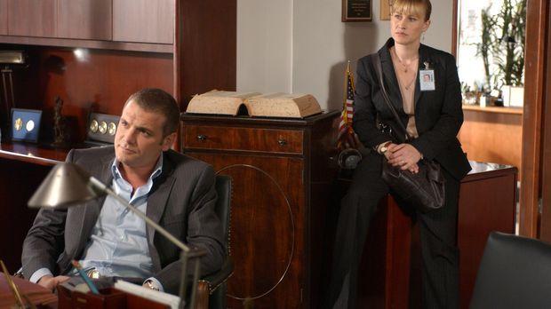 Allison (Patricia Arquette, r.) und Det. Lee Scanlon (David Cubitt, l.) verhö...