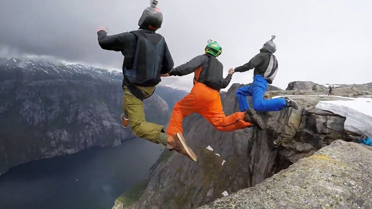 """Die Clipshow """"World Wide Dummies"""" präsentiert krasse Clips aus dem Netz ... - Bildquelle: 2014 BELLUM ENTERTAINMENT"""