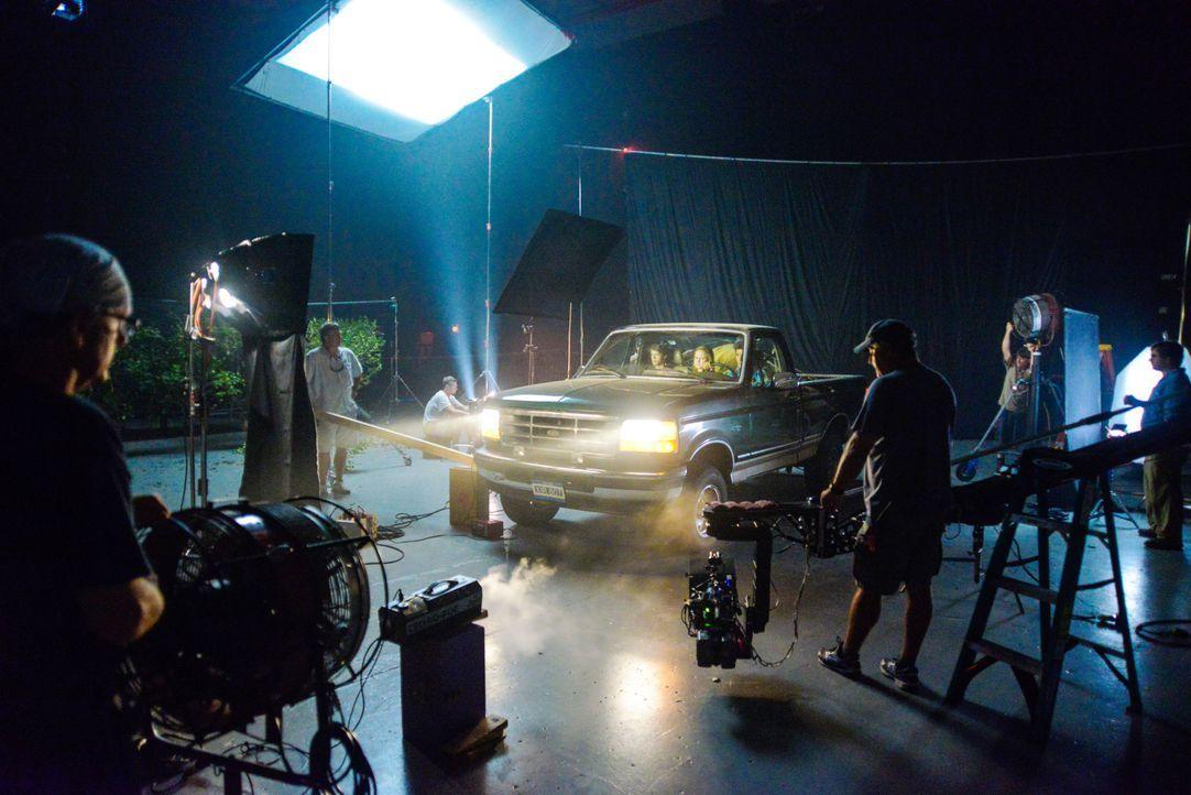 Under The Dome - Behind The Scenes - Bild vom Set der Serie8 - Bildquelle: CBS Television