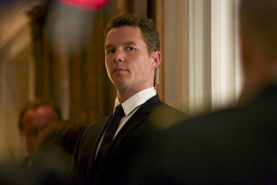 Terry (Shawn Hatosy) gefällt es ganz und gar nicht, dass Preston sich mit seinem neuen Geschäftspartner so gut versteht ... - Bildquelle: 2013 CBS BROADCASTING INC. ALL RIGHTS RESERVED.