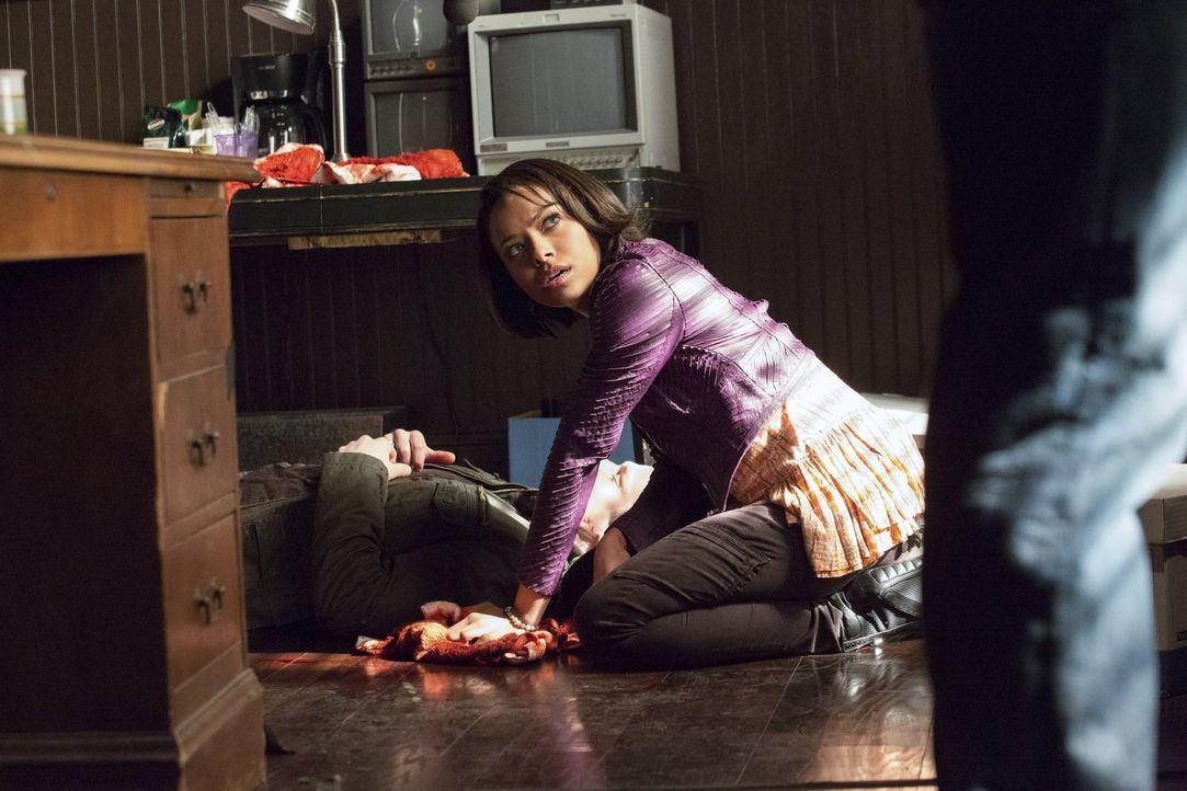 Nach einer Begegnung mit ihrer Großmutter ist Bonnie (Kat Graham) verstört. Auf der anderen Seite scheinen beängstigende Veränderungen zu passieren... - Bildquelle: Warner Brothers