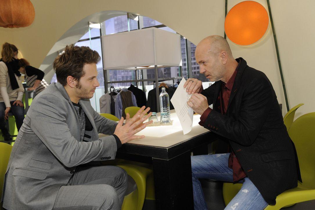 Paloma und Enrique (Jacob Weigert, l.) einigen sich darauf, dass es am besten ist, getrennte Wege zu gehen, doch sie haben nicht mit Bruno (K. Diete... - Bildquelle: SAT.1