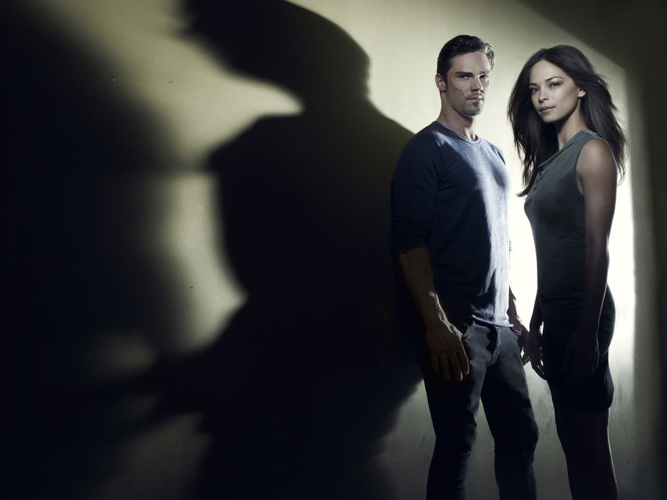 (1. Staffel) - Müssen sich gegenseitig retten: Catherine Chandler (Kristin Kreuk, r.) und Vincent Keller (Jay Ryan, l.) ... - Bildquelle: 2012 The CW Network, LLC. All rights reserved.